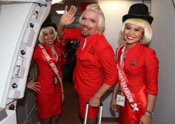 Всем пристегнуть ремни! Сегодня я ваша стюардесса!