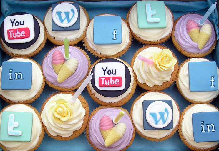 А какая социальная сеть зарабатывает на вас?